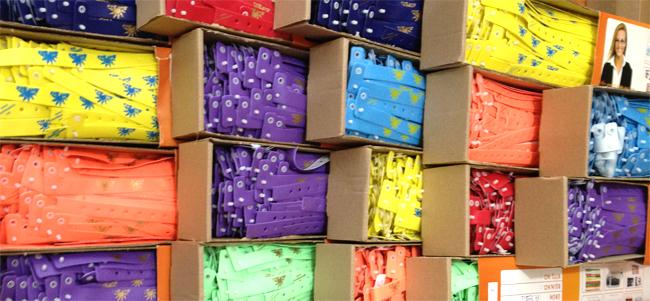 Plastik bileklik imalatı